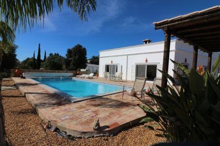 5 bed villa for sale in Santa Barbara De Nexe, Central Algarve, Portugal