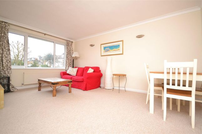 2 bed flat to rent in Vale Close, Strawberry Vale, Twickenham