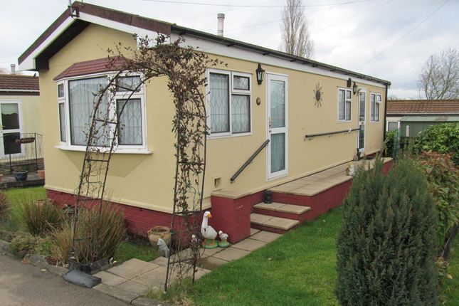 Thumbnail Mobile/park home for sale in Bryant Row, Lakeview Residential Park (Ref 5825), Cummings Hall Lane, Noak Hill, Romford, Essex