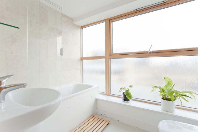 Gal Bath of Leonard Street, London EC2A
