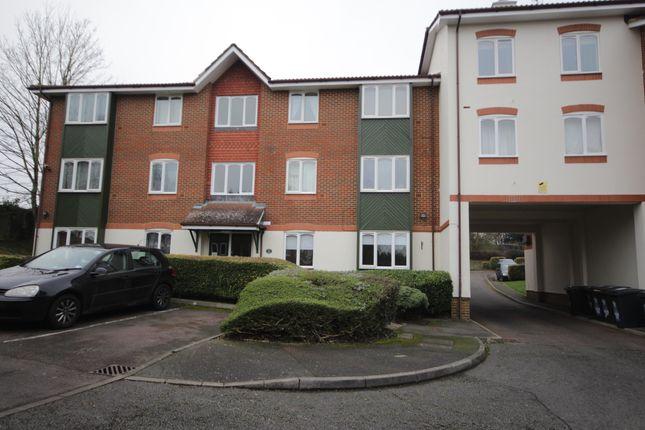 2 bed flat to rent in Missenden Gardens, Burnham, Slough