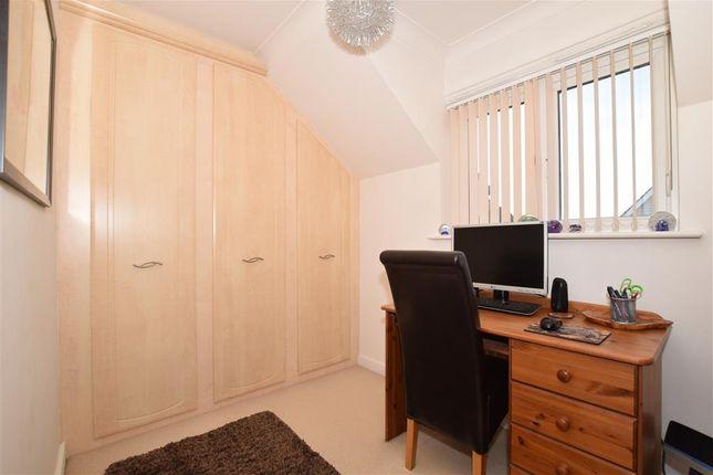 Bedroom 3 of The Lakes, Larkfield, Aylesford, Kent ME20