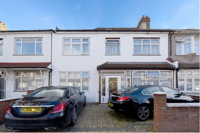 Thumbnail Terraced house for sale in Hampton Road, Ilford