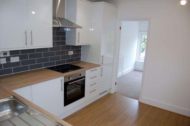 Thumbnail Flat to rent in Highgate Hill, Hawkhurst, Kent