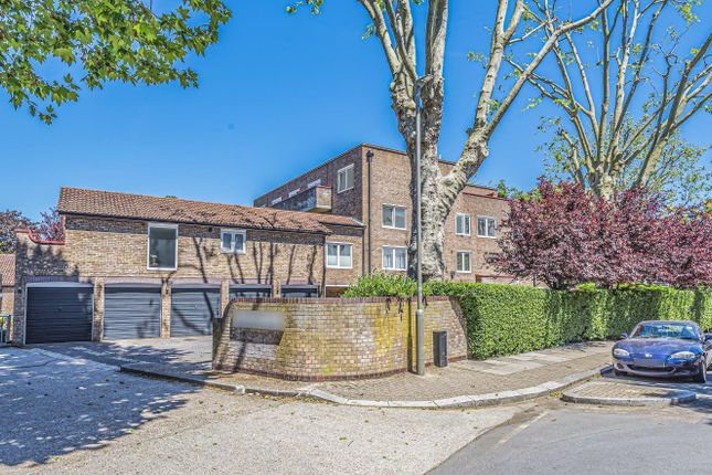 Flat for sale in St. Stephen's Gardens, Putney