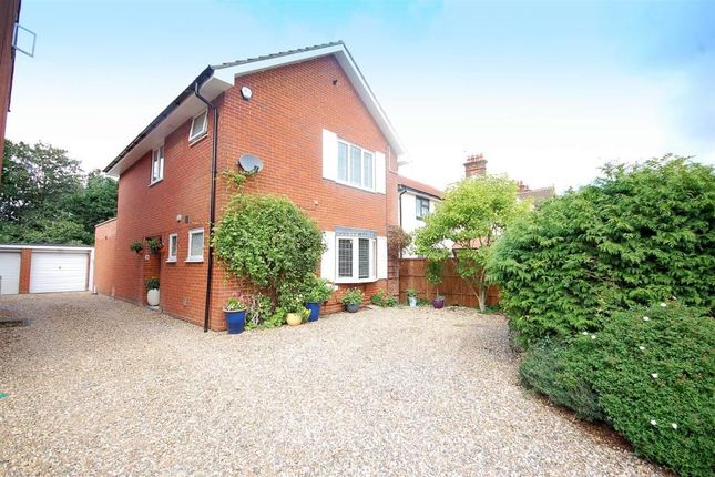 Thumbnail Detached house for sale in Roe Green Centre, Bishops Rise, Hatfield