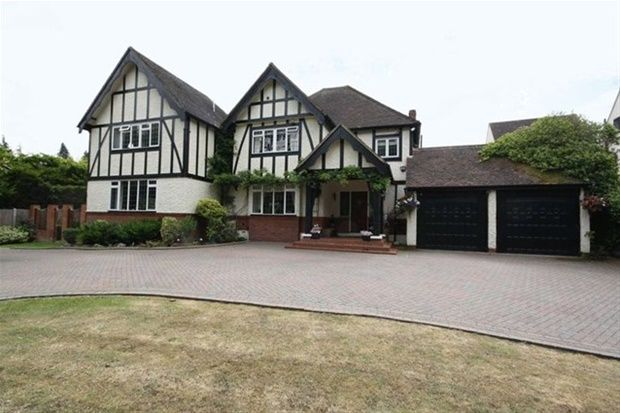 Thumbnail Detached house to rent in High Road, Chigwell