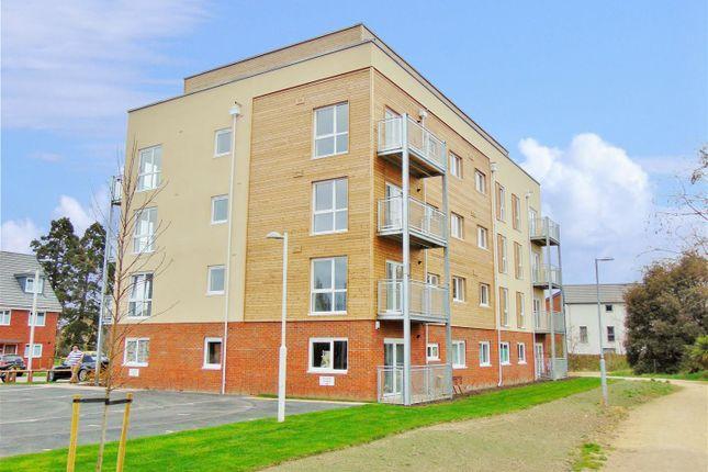 2 bed flat to rent in Henslow Crescent, Dartford DA1