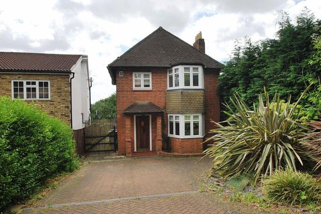 3 bed detached house to rent in Green Lane, Chessington