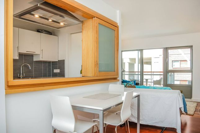 Thumbnail Flat to rent in Hutchings Wharf, Isle Of Dogs