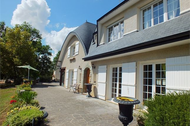 7 bed detached house for sale in Bourgogne, Côte-D'or, Montbard