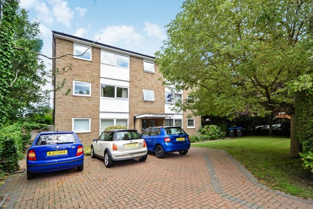 Thumbnail Flat to rent in The Avenue, Berrylands, Surbiton