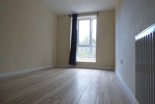 Studio to rent in Queens Parade, Queens Road, London NW4