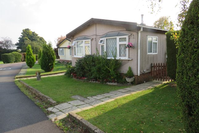 Thumbnail Mobile/park home for sale in Shaftesbury Way, Kings Langley
