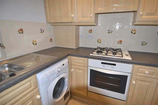 2 bed flat to rent in Broadway Parade, London, London