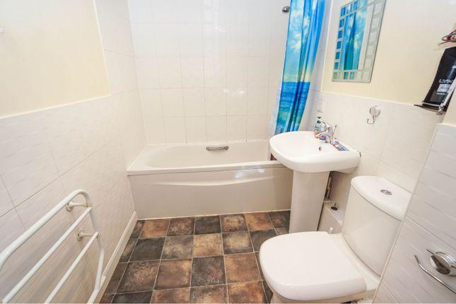 Bathroom of 52 Vespasian Road, Southampton SO18