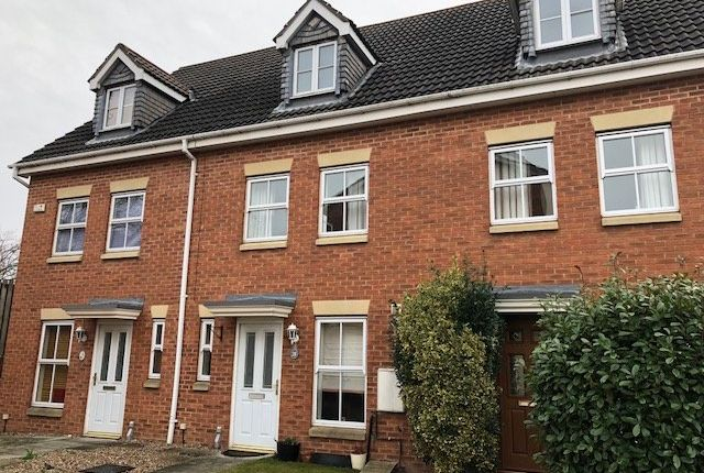 Thumbnail Town house to rent in Padgett Way, Wakefield