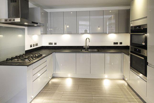 2 bed flat to rent in Baker Street, Marylebone W1U