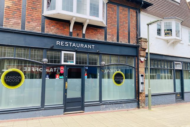 Thumbnail Restaurant/cafe to let in Station Approach, West Byfleet