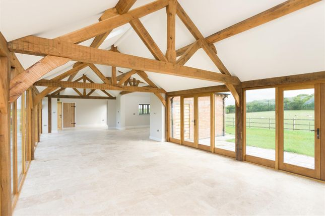 Thumbnail Barn conversion for sale in Walton, Warwick