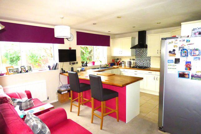 Kitchen of Yarnells Hill, Oxford OX2