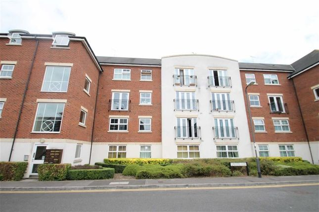 Thumbnail Flat to rent in Tobermory Close, Slough, Middx