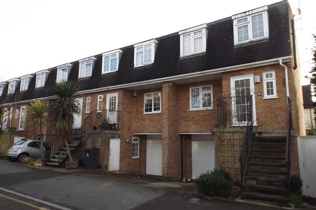 4 bed town house to rent in Grove Road, Surbiton