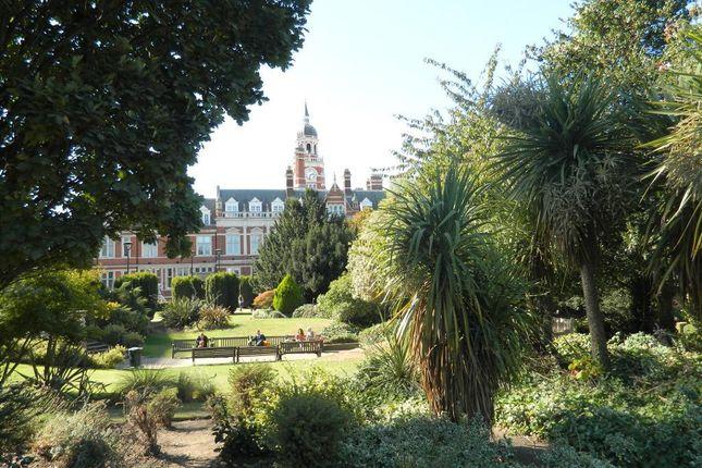 Queen's Gardens, Croydon