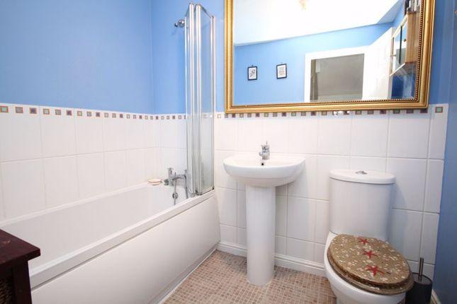 Bathroom of Pomeroy Crescent, Hedge End, Southampton SO30