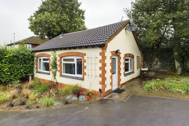 1 bed bungalow to rent in The Crescent, Kettering NN15