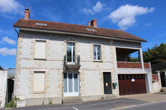 Thumbnail Town house for sale in Poitou-Charentes, Vienne, L'isle Jourdain