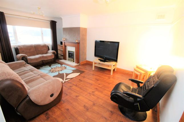 Thumbnail Flat for sale in Lennox Crescent, Glasgow