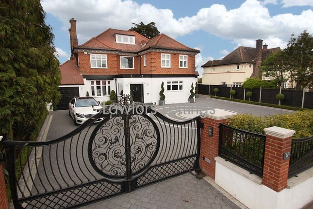 Thumbnail Property to rent in Hainault Road, Chigwell