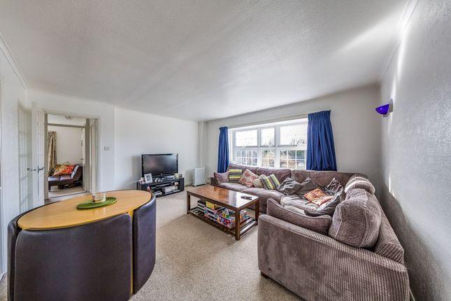 2 bed flat to rent in Milton Gardens, Wokingham