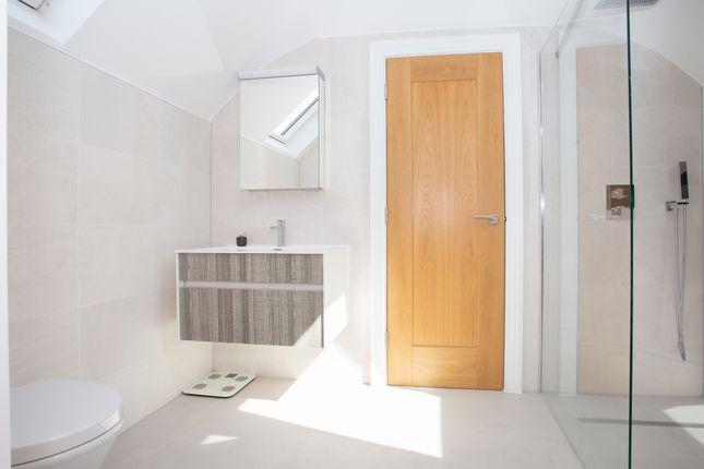 En Suite of Watling Street, St. Albans, Hertfordshire AL1