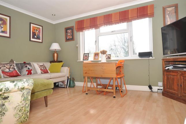 Thumbnail Maisonette for sale in Icknield Close, Ickleford, Hitchin