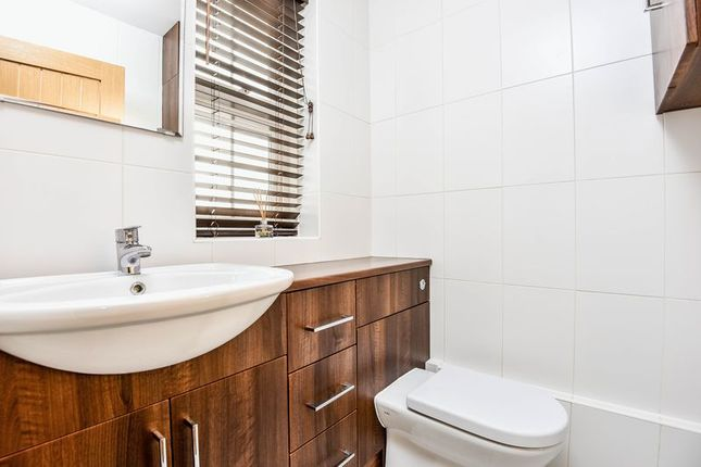 Bathroom of Warwick Close, Bexley DA5
