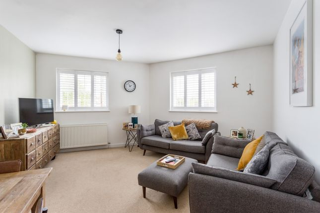 Thumbnail Flat to rent in Berry Lane, Mill End, Rickmansworth
