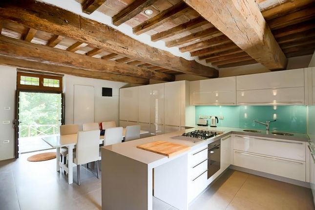 Poderetto Gubbio Kitchen 2