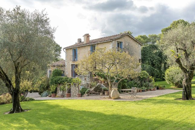 Thumbnail Town house for sale in Roquefort-Les-Pins, 06330, France