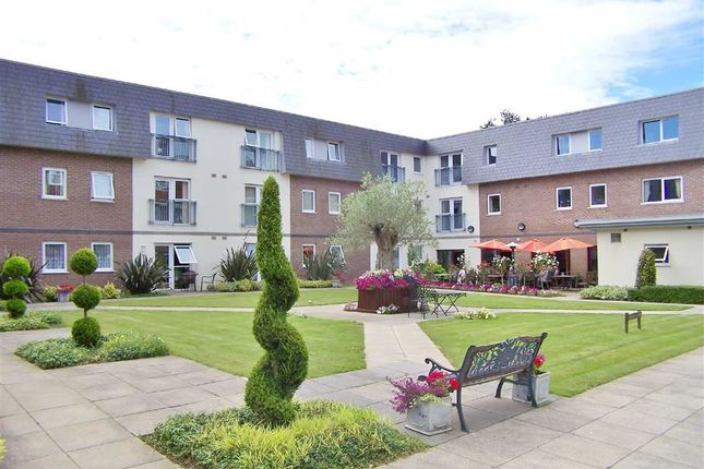 2 bed flat for sale in Clyne Common, Swansea