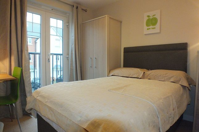 Thumbnail Room to rent in Perigee, Shinfield, Reading