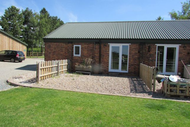 Thumbnail Barn conversion to rent in Clifton Road, No Mans Heath, Tamworth