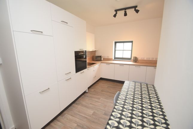 2 bed flat to rent in St. Thomas Street, Penryn TR10