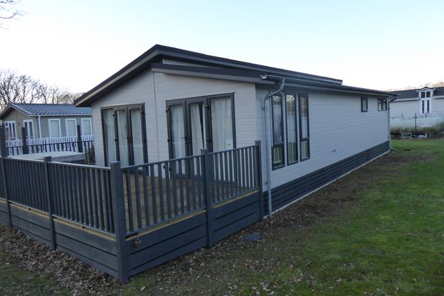 Thumbnail Mobile/park home for sale in Woodlands Park, Westfield Lane, Westfield, Hastings, East Sussex