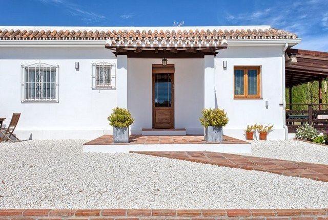 4 bed villa for sale in El Padron, New Golden Mile, Estepona