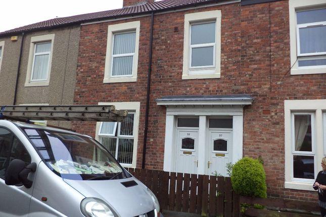 Thumbnail Flat to rent in Middleton Street, Blyth