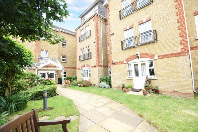 Thumbnail Flat to rent in Draper Close, Isleworth