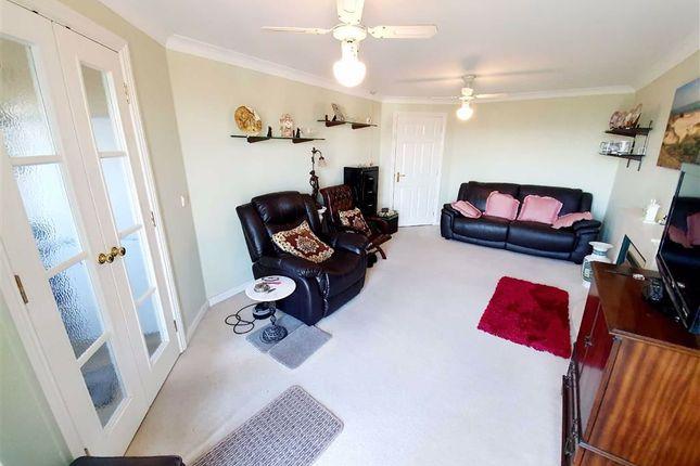 Thumbnail Flat for sale in Cwrt Hywel, Gorseinon, Swansea