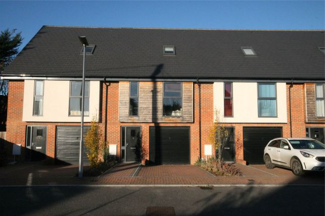 3 bed town house to rent in Faircross Court, Thatcham
